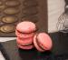 Macaron de chocolate con leche y fruta de la pasión