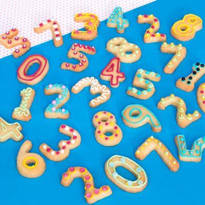 Set 9 talladors galetes Números 3,5-4 cm