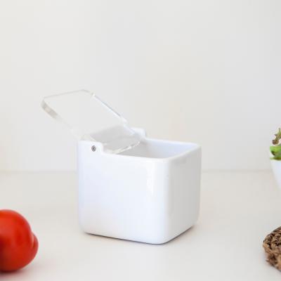 Saler de cuina amb tapa transparent