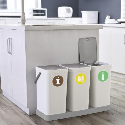 Suport doble a terra per cubells de reciclatge