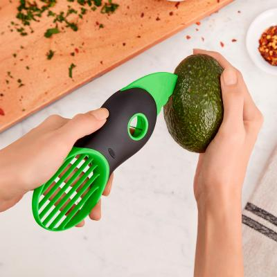 Pelador aguacates Oxo 3 en 1 verde