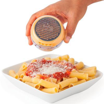 Rallador de queso con contenedor