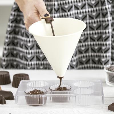 Embudo dispensador con base chocolate