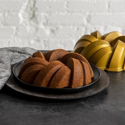Molde pastel Nordic Ware Braided Bundt gold